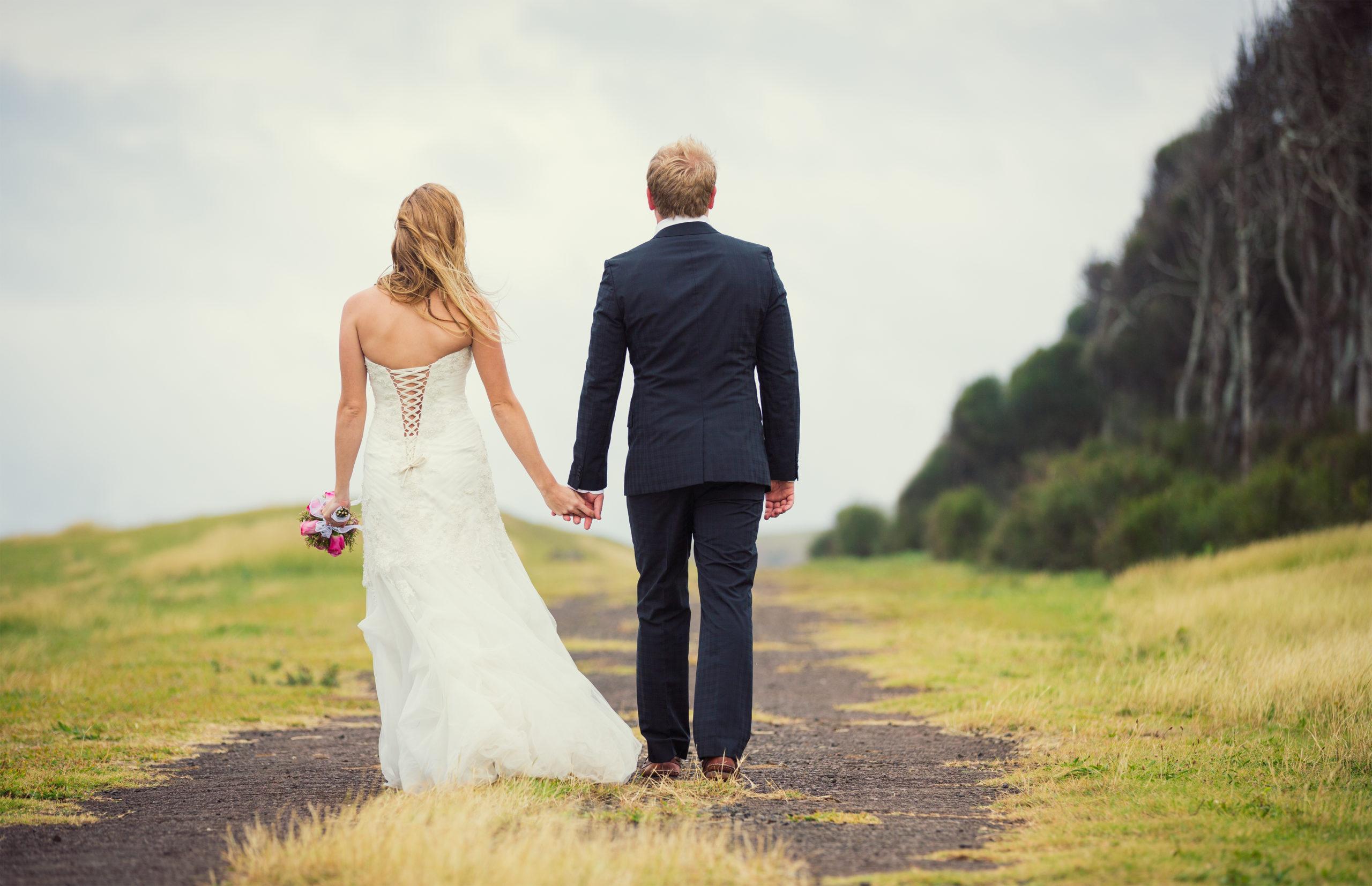 Ein Hochzeitsfotograf hält den schönsten Tag im Leben fest.