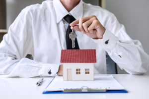 Bei der Vermittlung einer Mietwohnung durch den Makler gilt das Bestellerprinzip.