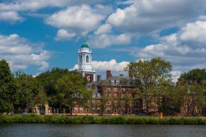 Ein Studium an der Harvard University ist der Traum vieler junger Menschen.