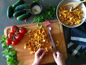 Selber kochen ist gesünder und preiswerter als Convenience Food. Foto: opkirilka via Twenty20
